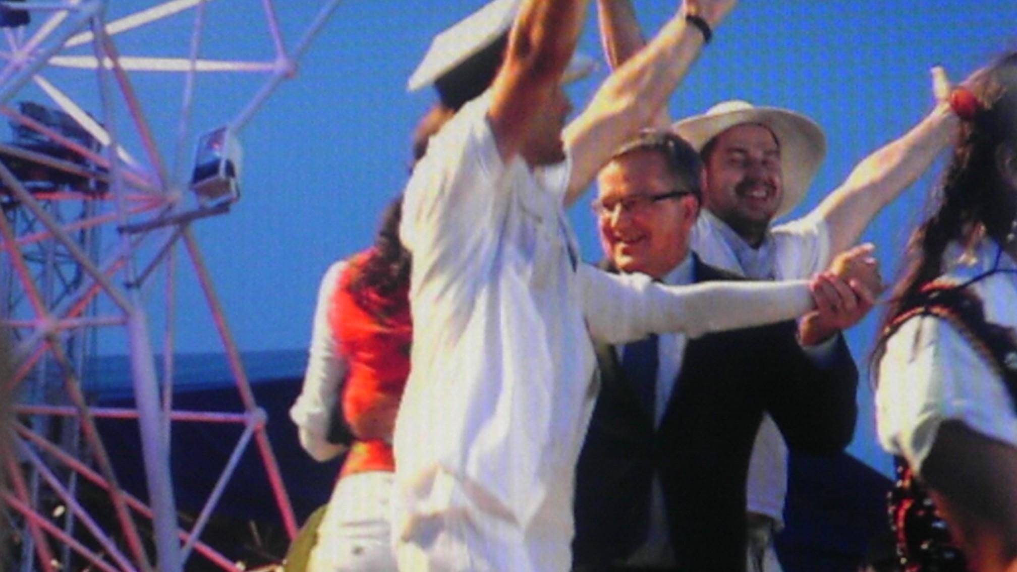 Prezydent Tańczy Na Lednicy Przeczytali Jego Wiersz